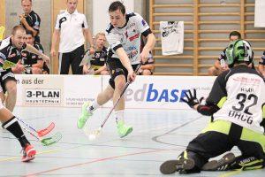 1200px-Nik_gasmann_pascal_haab_unihockey